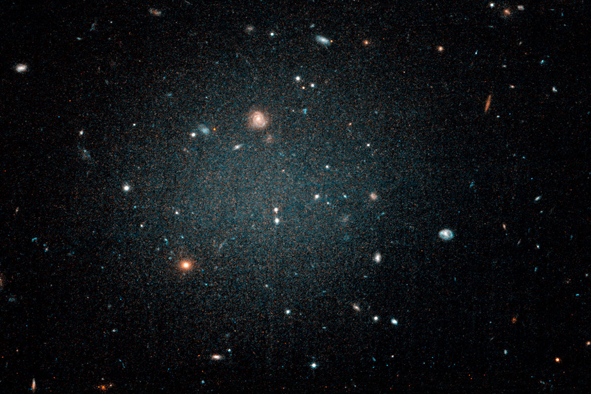 Se ha detectado una galaxia extraña a la que le falta materia oscura