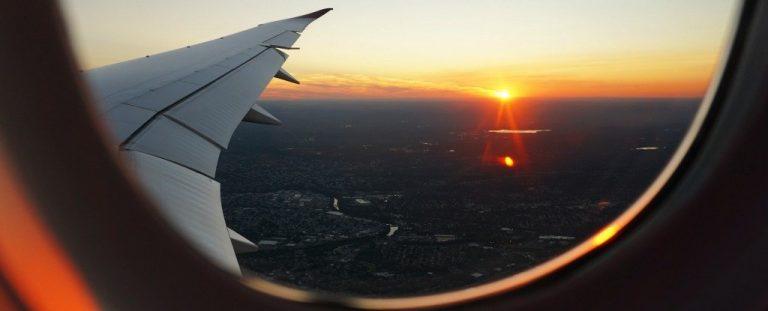 ¿Eres de los que llora en los aviones? Aquí algunas posibles razones