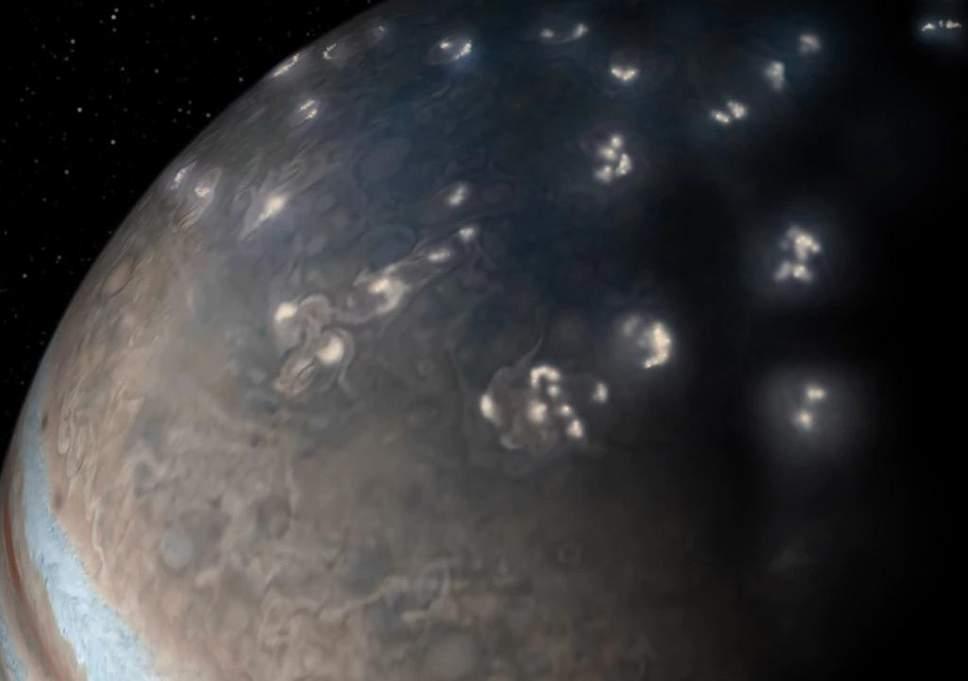 Relámpagos descubiertos en Júpiter son sorprendentemente similares a los de la Tierra