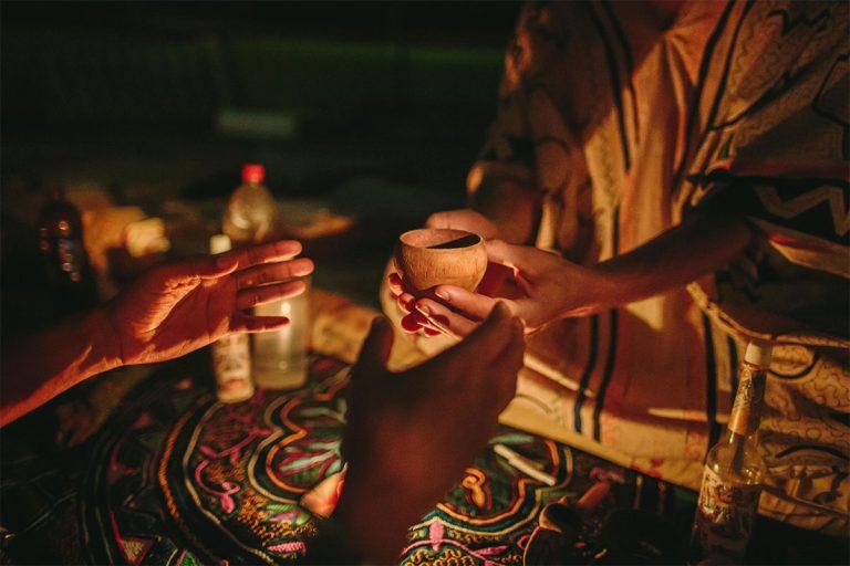 Tomar ayahuasca es como tener una experiencia cercana a la muerte, estudio sugiere
