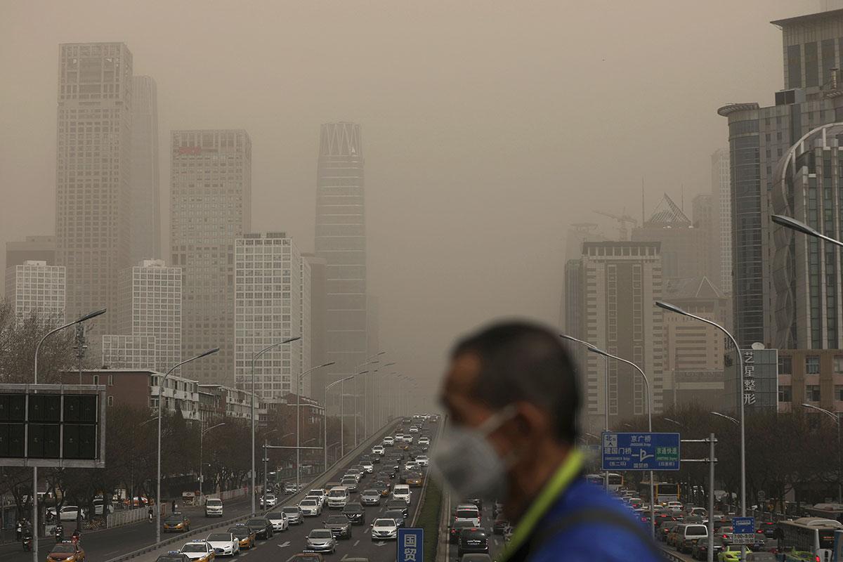 Respirar aire contaminado podría afectar tus habilidades con las matemáticas y el lenguaje