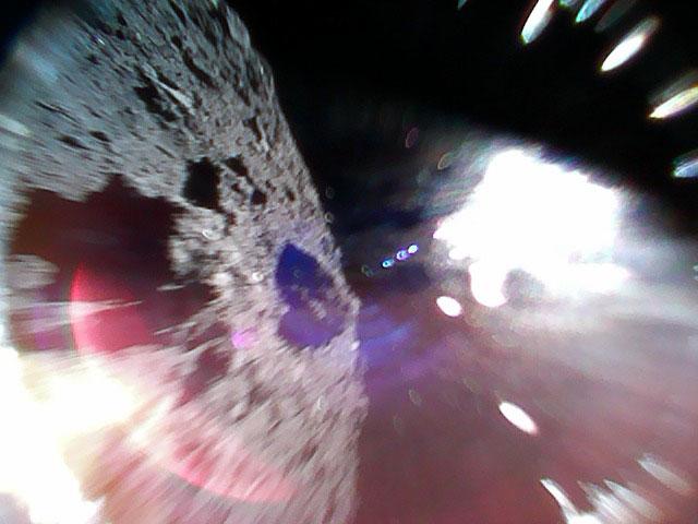 ¡Dos rovers japoneses aterrizaron exitosamente en un asteroide!