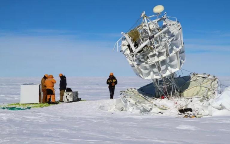 Rayos cósmicos desconocidos están saliendo de la Antártida