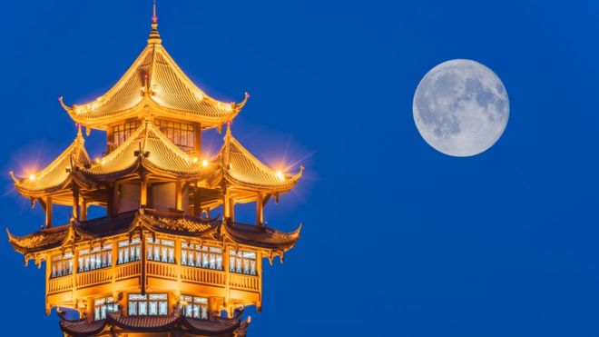 ¿Está China realmente intentando crear una luna artificial?