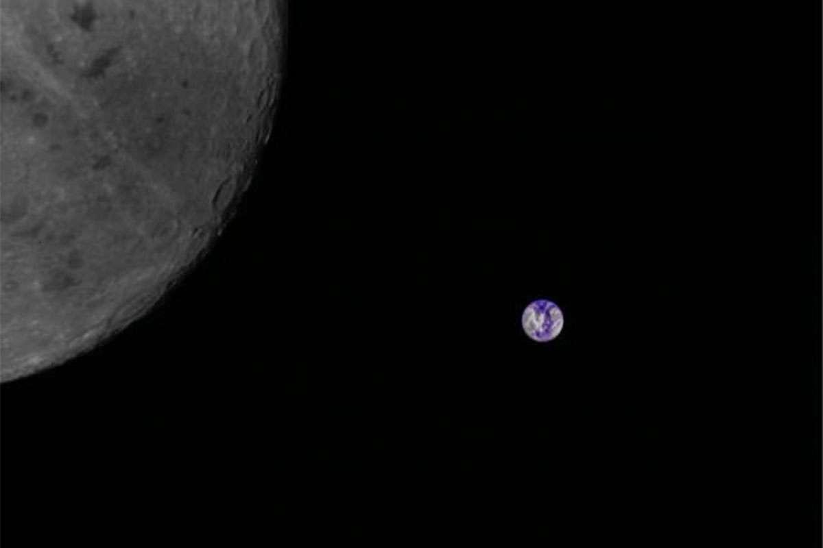 Aficionados usaron un satélite chino para fotografiar la Tierra y la Luna.