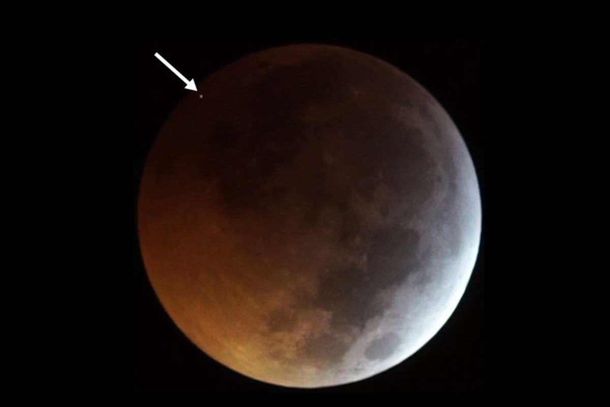 Un meteorito cayó en la Luna durante el eclipse lunar total de ayer