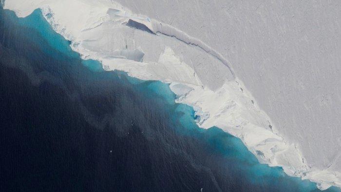 Científicos han detectado una enorme cavidad que se está agrandando debajo de la Antártida