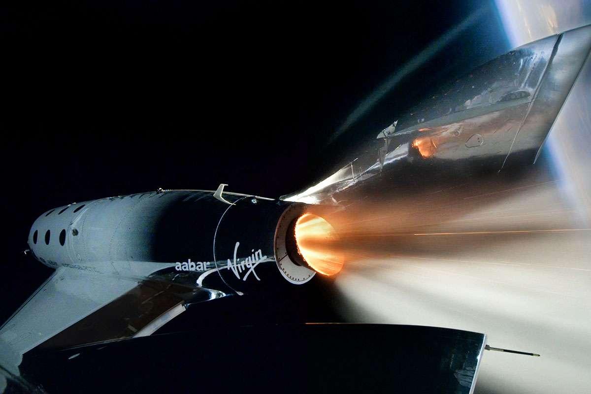 Virgin Galactic acaba de lanzar con éxito a su primer pasajero al límite del espacio