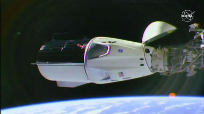 ¡Éxito! La cápsula Crew Dragon de SpaceX se acopló en la Estación Espacial por primera vez