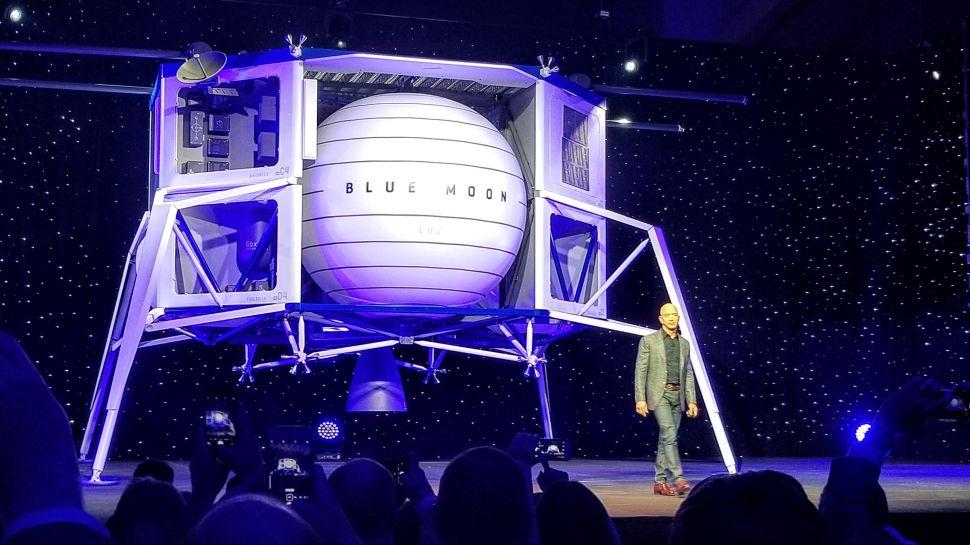 Blue Origin presenta 'Blue Moon', su gran aterrizador lunar