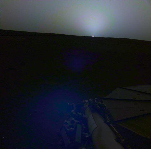 El InSight de la NASA captura impresionante amanecer y atardecer en Marte