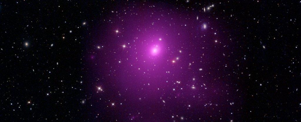 Astrónomos descubren un colosal agujero negro que tendría una masa de 40 mil millones de soles