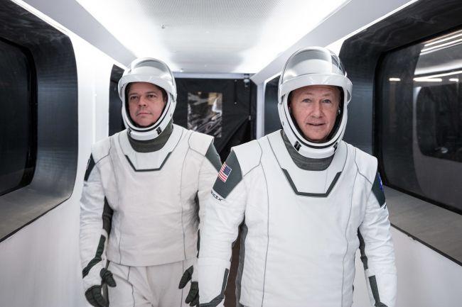 Astronautas entraron en una cuarentena de rutina para el lanzamiento histórico de SpaceX