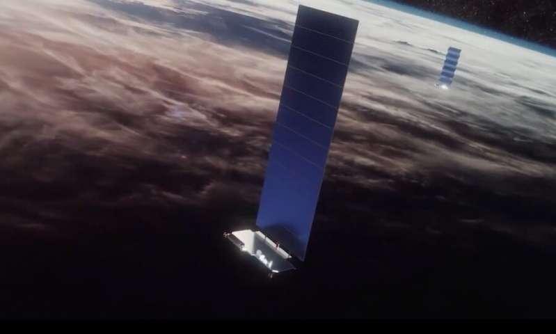 SpaceX anuncia un plan para hacer que sus controvertidos satélites sean menos visibles