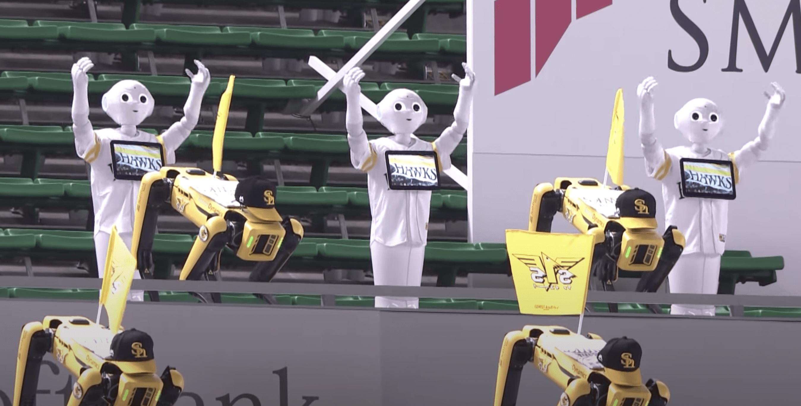 Debido a la pandemia, robots danzantes reemplazan a fanáticos en un juego de béisbol japonés