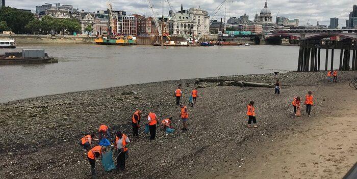 Más de 90.000 microplásticos recorren cada segundo el río Támesis