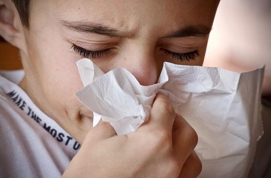"""Los resfríos previos podrían estar dándole una """"ayudadita"""" a los contagiados de coronavirus"""