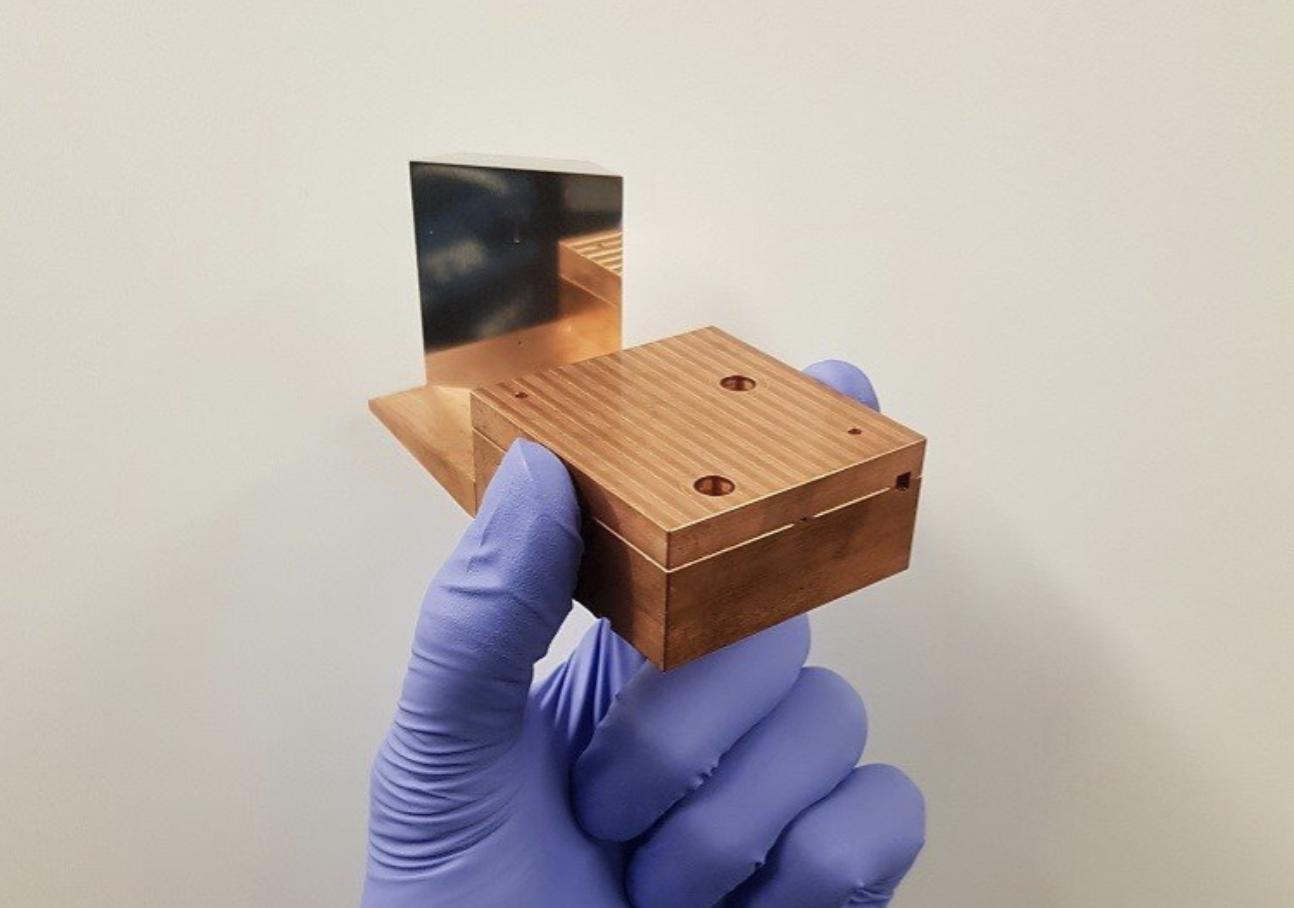 Este acelerador de partículas compacto impulsa electrones a casi la velocidad de la luz