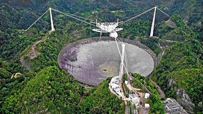 El gigantesco radiotelescopio en Puerto Rico sufre un trágico accidente