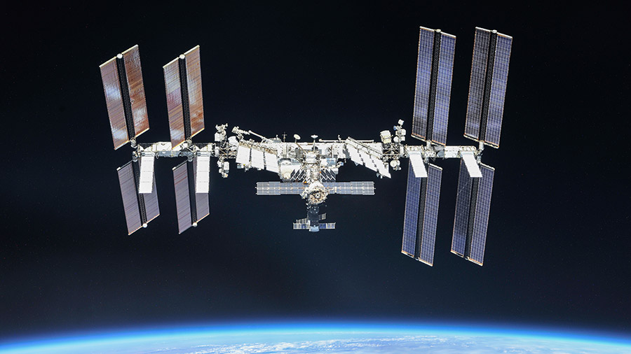 Astronautas en la ISS por fin encuentran de dónde se está escapando el aire de la estación