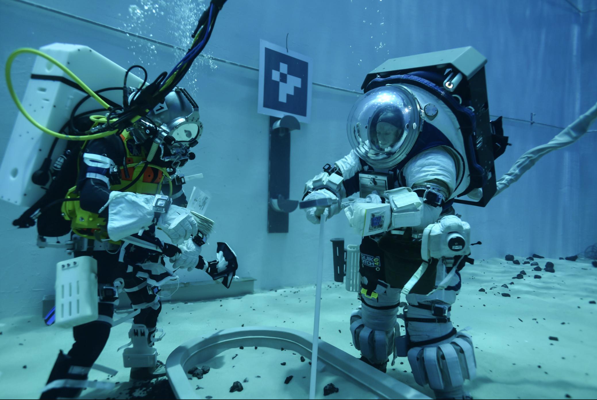 NASA: astronautas se preparan bajo el agua para las próximas misiones a la Luna