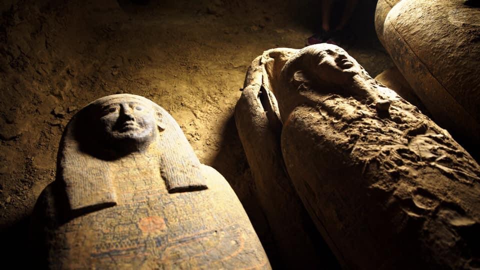Arqueólogos encuentran 13 tumbas exquisitamente preservadas en Egipto