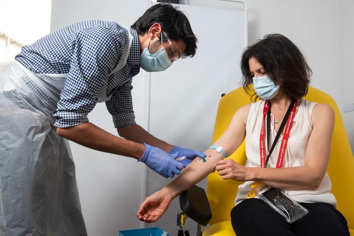 Oxford y AstraZeneca afirman que su vacuna puede llegar al 90% de efectividad