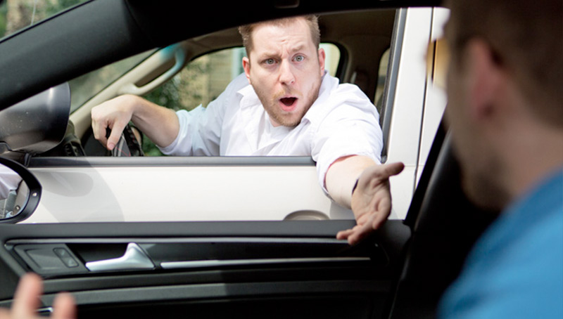 ¿Por qué la gente se vuelve agresiva al conducir?