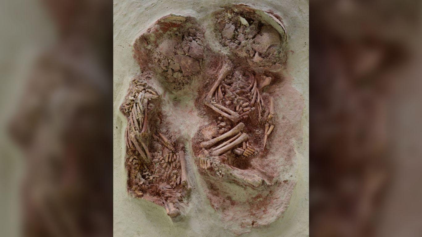 Este entierro de 31.000 años le pertenece a los gemelos idénticos más antiguos conocidos hasta ahora