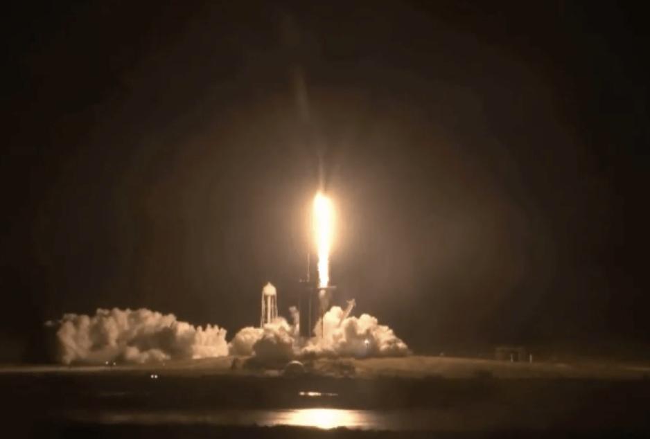 SpaceX envía astronautas hacia la estación espacial en una misión histórica para la NASA