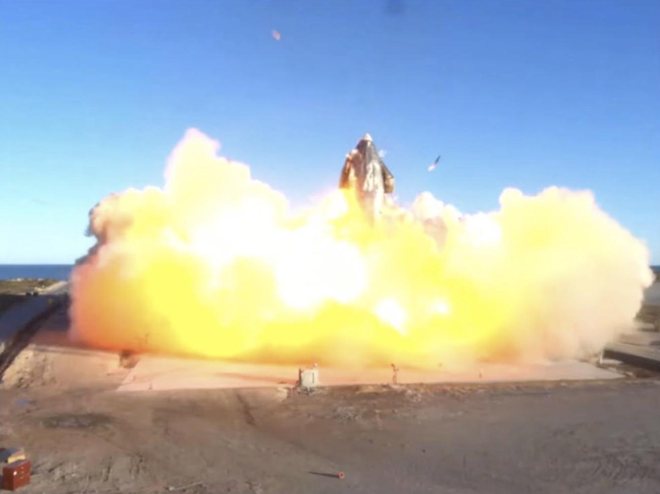 El Starship SN8 de SpaceX explotó luego de una prueba de vuelo notable