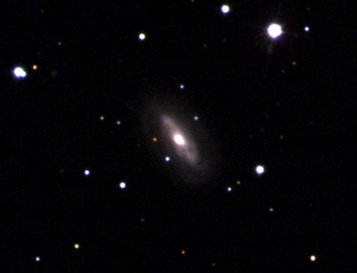 Inusual: encuentran agujero negro supermasivo que se mueve dentro de su galaxia