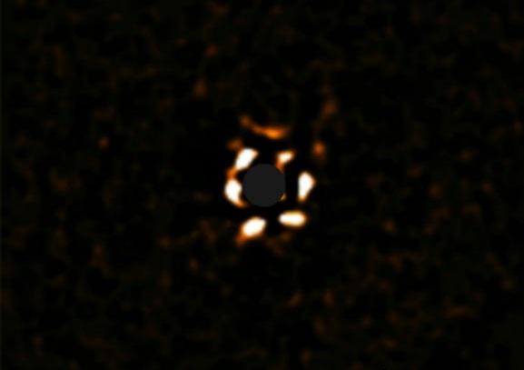 Astrónomos detectan imágenes directas de un planeta gigante alrededor de una estrella joven similar al Sol