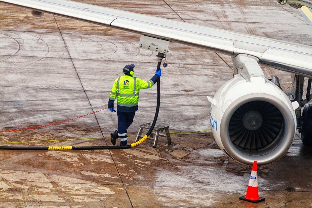 Nueva técnica convierte plástico en combustible para aviones en tan solo una hora