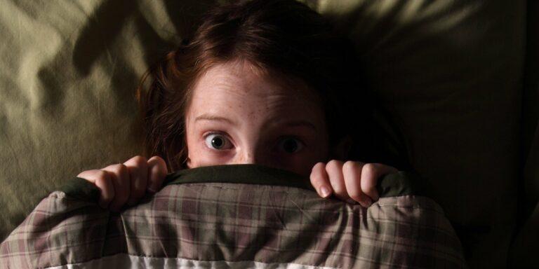 La interacción entre dos zonas del cerebro explicaría nuestro miedo a la oscuridad