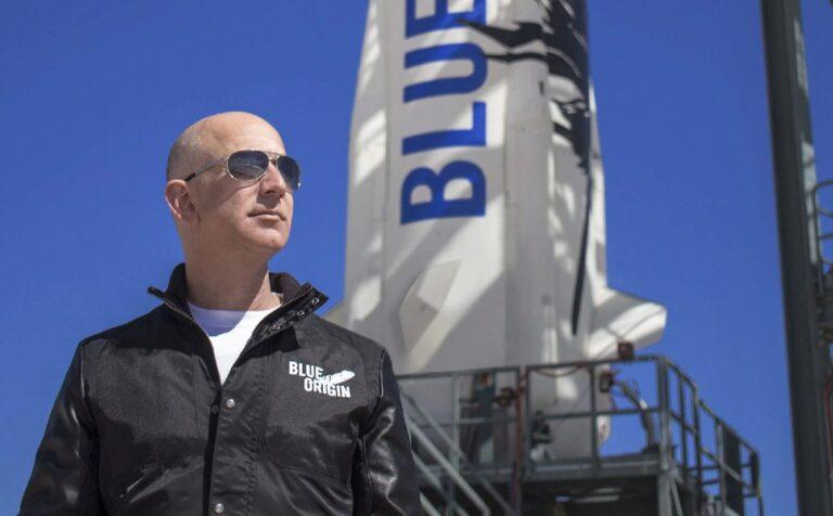 Bezos volará al espacio con su propia compañía Blue Origin el próximo mes