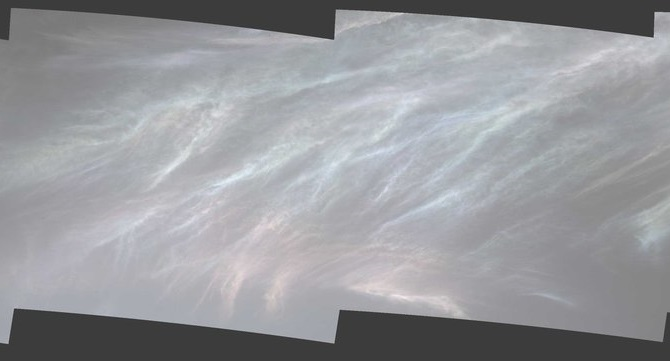 El rover Curiosity captura imágenes de unas hermosas y extrañas nubes en Marte
