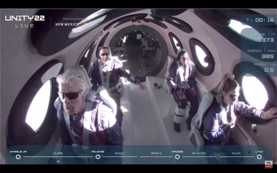 Virgin Galactic lanza a Richard Branson al espacio en el primer vuelo con tripulación completa del VSS Unity
