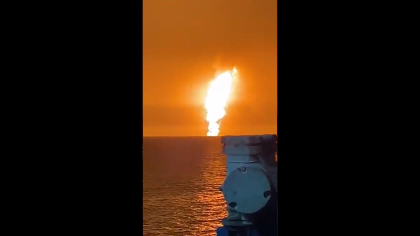 Impresionante volcán de lodo entra en erupción en el Mar Caspio