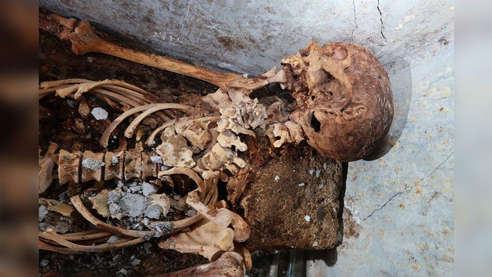 Arqueólogos encuentran inesperada momia increíblemente conservada en el cementerio de Pompeya