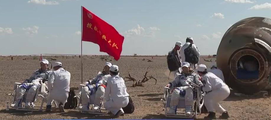 La primera tripulación de la estación orbital china Tianhe regresó a la Tierra