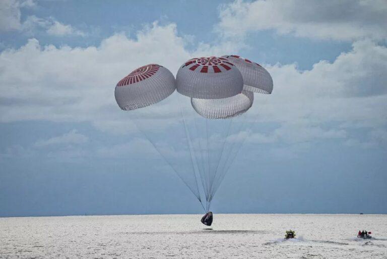 La tripulación de la misión Inspiration4 regresó a salvo a tierra