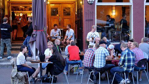 Noruega se despide de las restricciones contra el coronavirus pero desata una ola de disturbios