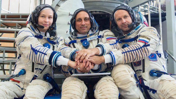 Rusia lanza a la ISS al equipo que filmará la primera película en el espacio